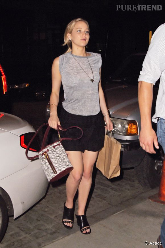 Jennifer Lawrence dans les rues de New York, hier, mardi 9 juin 2015.