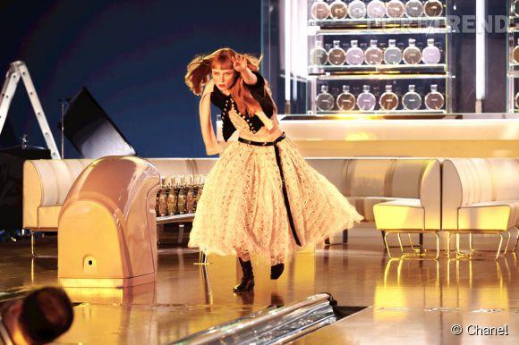 Goude signe un spot pétillant et dynamique pour le nouveau parfum Chance Eau Vive.