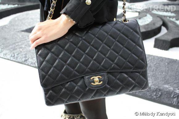 Reconnaissable par sa chaîne dorée et son aspect matelassé, le 2.55 est le sac Chanel le plus connu d'entre nous.