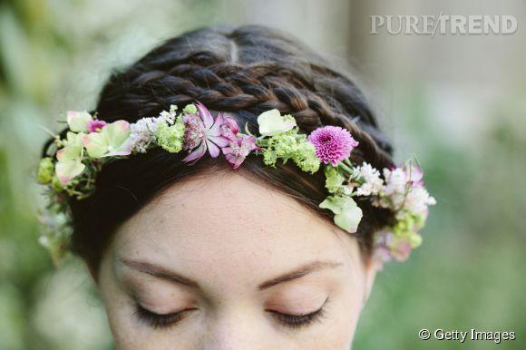 La couronne de fleurs est devenu l'accessoire fétiche des mariées. D'où le risque de ressembler à beaucoup d'autres mariées...
