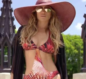 """Jennifer Lopez dans le clip de Prince Royce, """"Back It Up""""."""
