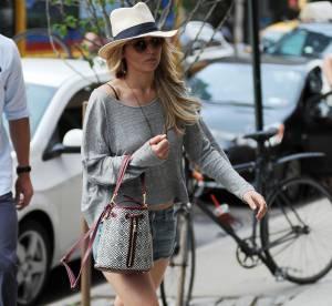 Jennifer Lawrence : micro short en jean et accessoires estivaux... À shopper !