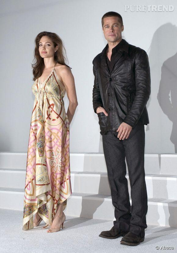 """En 2005, Brad et Angelina font la promotion de """"Mr et Mrs Smith"""". Ils sont ensemble mais n'osent pas encore se toucher en public : monsieur n'a pas officiellement divorcé. Ni embauché de styliste."""