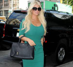 Jessica Simpson dans une robe verte Dolce & Gabbana.