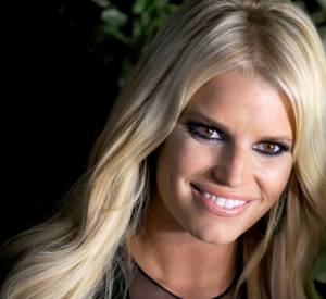 Jessica Simpson adopte le smokey eye.