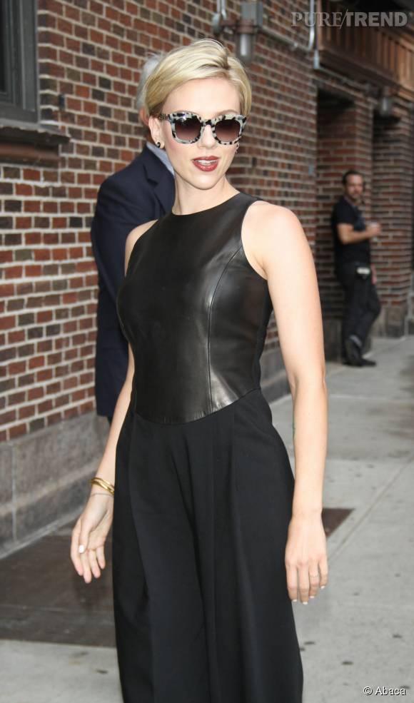 Scarlett Johansson, sublime dans une tenue ultra chic.