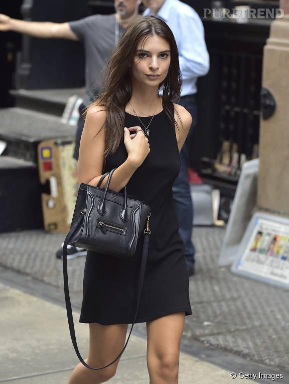 Emily Ratajkowski en met plein la vue dans les rues de New York.