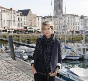 Alice Taglioni était à La Rochelle pour présenter son nouveau projet au petit écran. Elle est arrivée avec un look dont on peut s'inspirer !