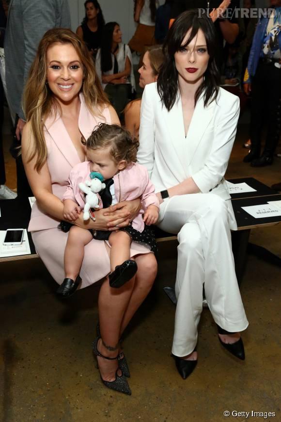 Alyssa Milano et son amie Coco Rocha pouponnent Elizabella.
