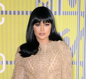 Kylie Jenner : sa poitrine généreuse garantie sans chirurgie ?