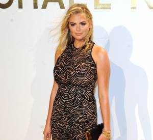 Kate Upton en total look Michael Kors Collection lors de la soirée de lancement du nouveau parfum Gold de Michael Kors à New York le 13 septembre 2015.