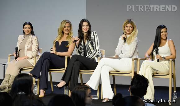 Les soeurs Kardashian sur la scène de l'Apple Store à New York.