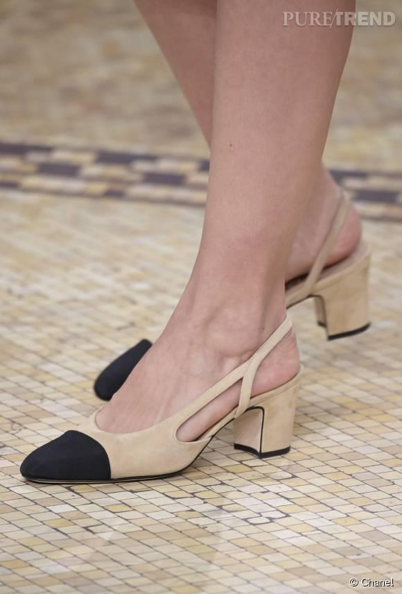 La Slingback   mythique chaussure bicolore Chanel revisitée par Karl ... 53a0945120c7