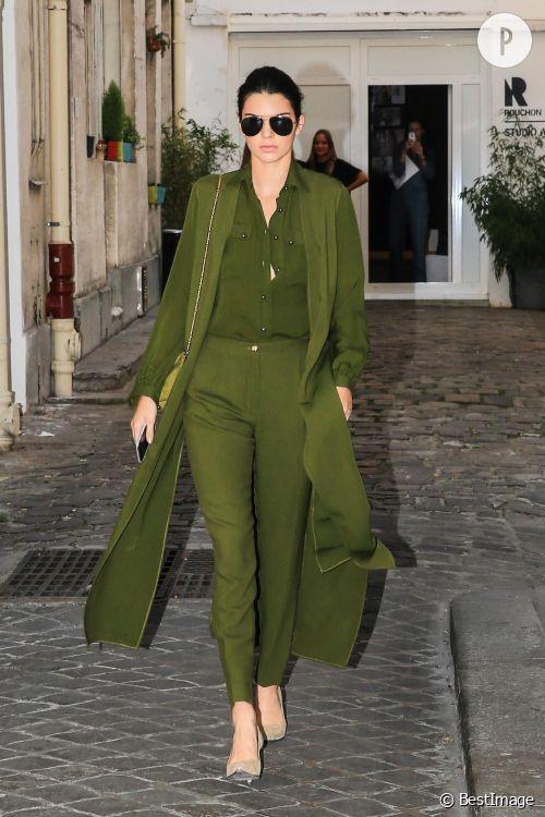 Kendall Jenner adopte le kaki pour une sortie parisienne ce samedi 3 octobre !