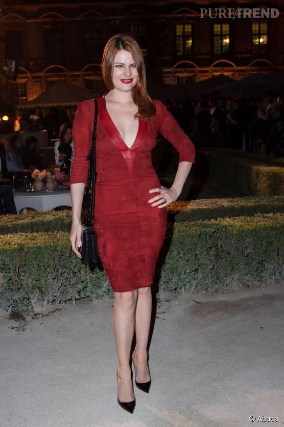Elodie Frégé, la plus sulfureuses des chanteuses françaises se dénude sur la Toile.