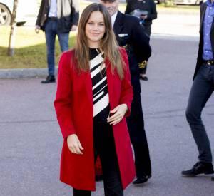 On aimerait que Sofia trouve le juste milieu entre les looks un peu vulgaires et les looks trop stricts comme celui-ci.