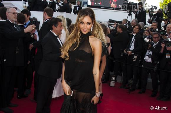 Nabilla sexy sur le red carpet à Cannes.