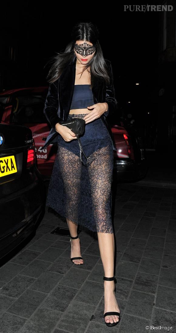 Kendall Jenner vêtue d'une jupe complètement transparente, à Londres vendredi 9 octobre 2015.