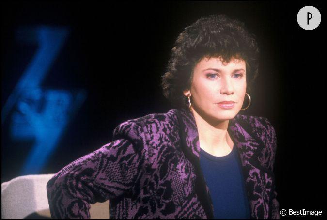 Hair Style Jure : Fin 80, Anne Sinclair ne jure que par les ?paulettes et les imprim?s ...