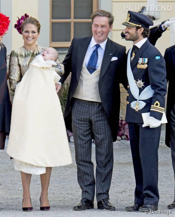 La famille royale de Suède était réunie ce dimanche 11 octobre 2015 à l'occasion du baptême de jeune prince Nicolas.
