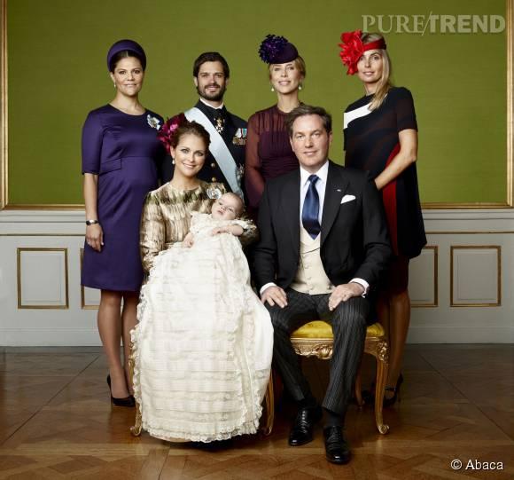 Madeleine de Suède et son mari Christopher O'Neil ont baptisé leur fils. Sur ce cliché, on reconnait la princesse Victoria, enceinte, et son frère, Carl Philip.