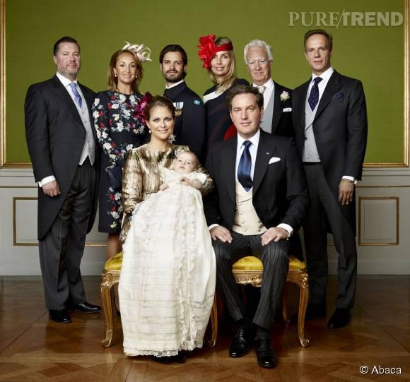 Le prince Nicolas de Suède entouré de sa famille lors de son baptême à Stockholm, le 11 octobre 2015.