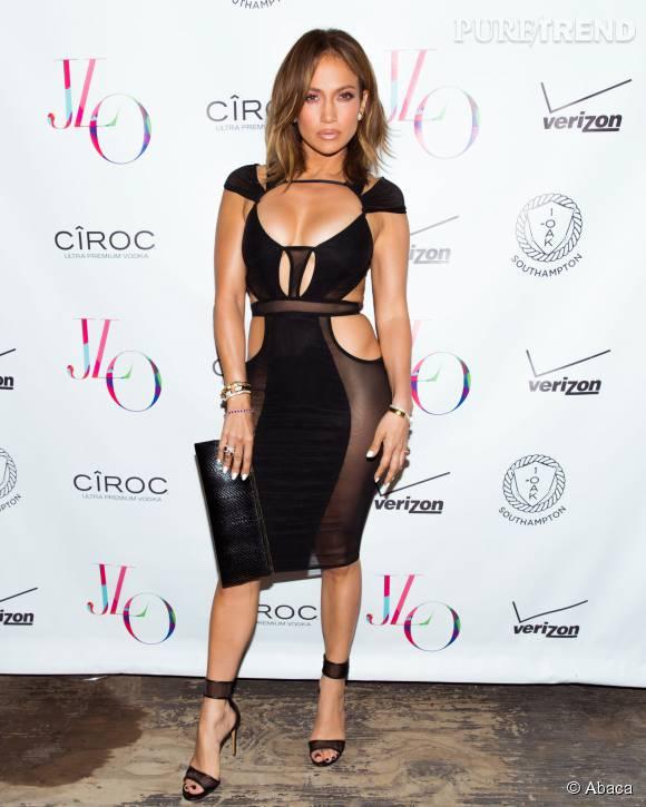 Jennifer Lopez plus glamour que jamais dans cette robe très ajourée.