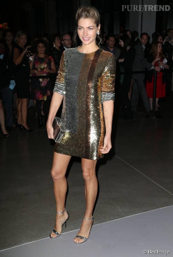 Jessica Hart en Michael Kors Collection aux Golden Heart Awards le 15 octobre 2015 à New York.