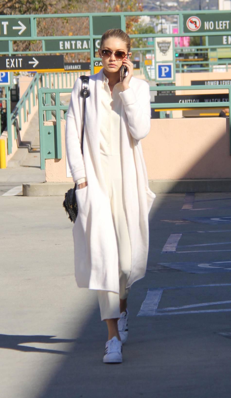 Gigi Hadid aperçue dans les rues de Beverly Hills.