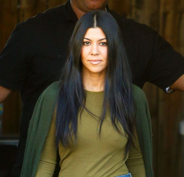 Kourtney Kardashian ultra sexy, elle affiche ses formes pulpeuses.