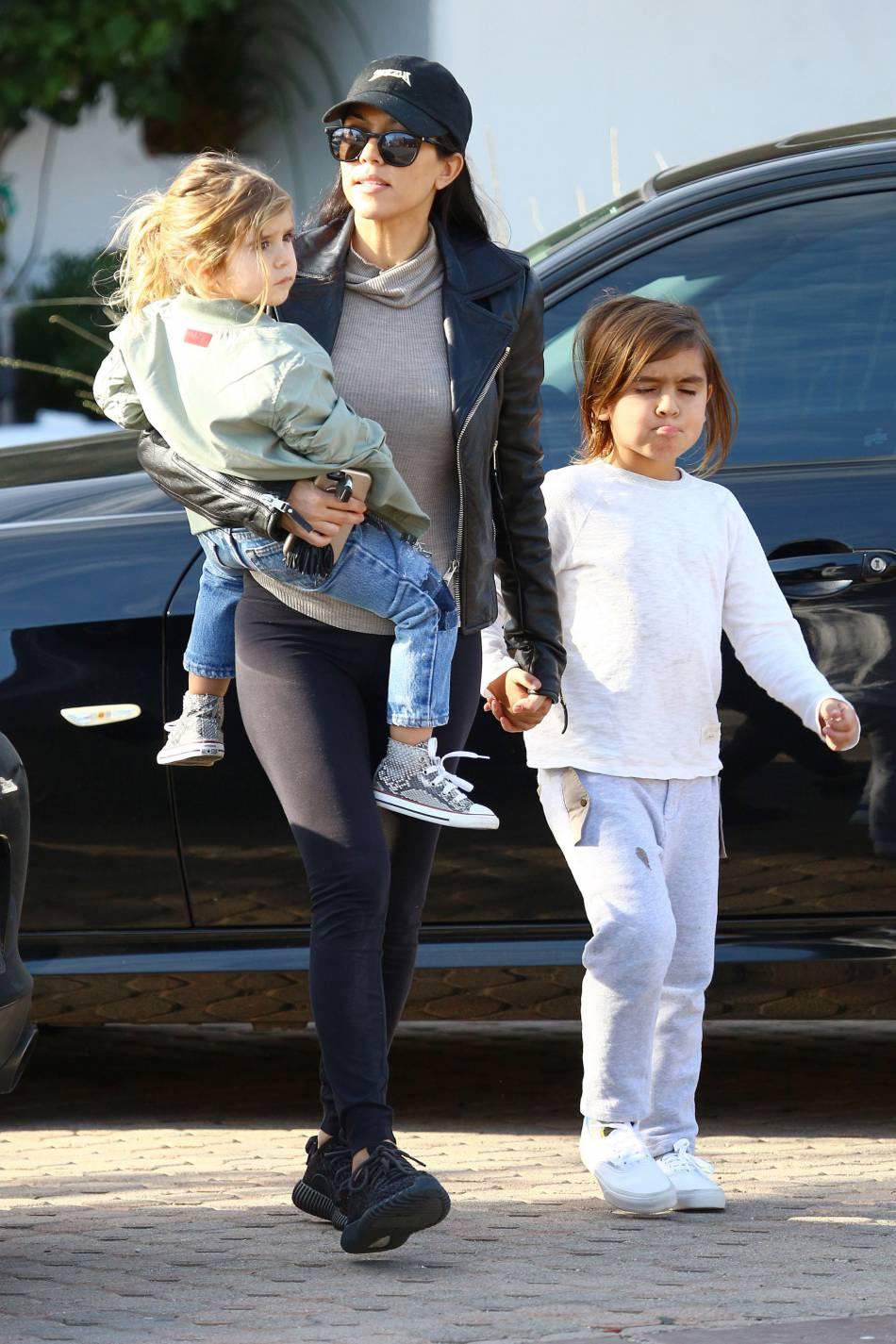 Kourtney Kardashian : maman avec une silhouette de rêve.