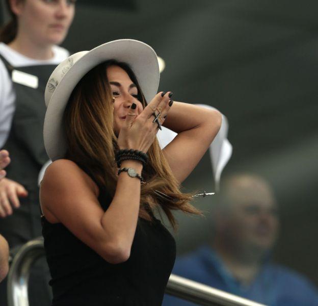 Nicole Scherzinger envoyant un baiser au tennisman Grigor Dimitrov, à Brisbane, le 4 janvier dernier.