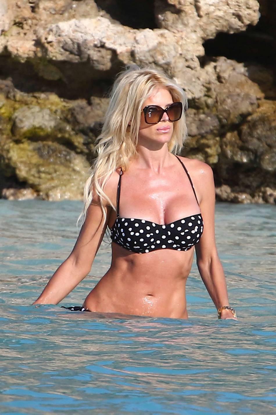 Victoria Silvstedt affichait un corps tonique, il y a quelques jours, pour une baignade en bikini à Saint-Barth.