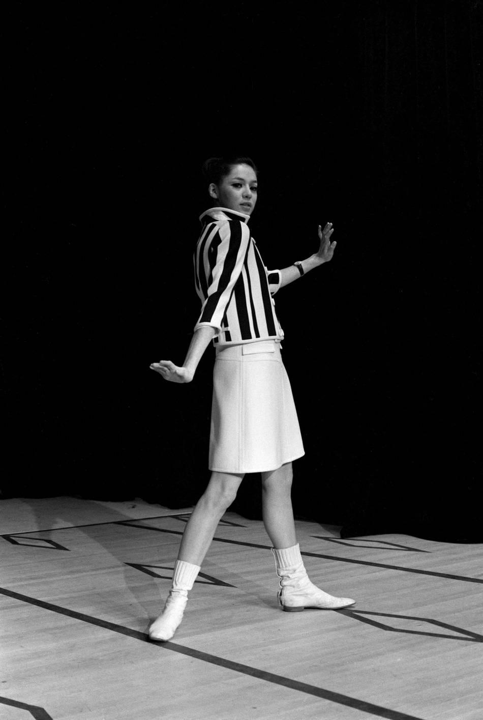 Mini jupe Courrèges, 1966.