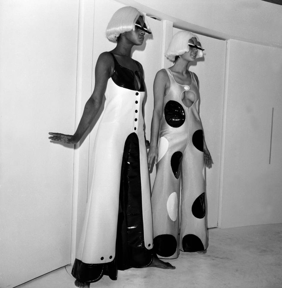 Présentation en perruques, 1970.