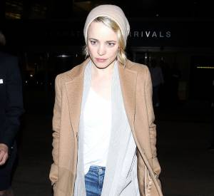 Rachel McAdams arrive à l'aéroport de Los Angeles