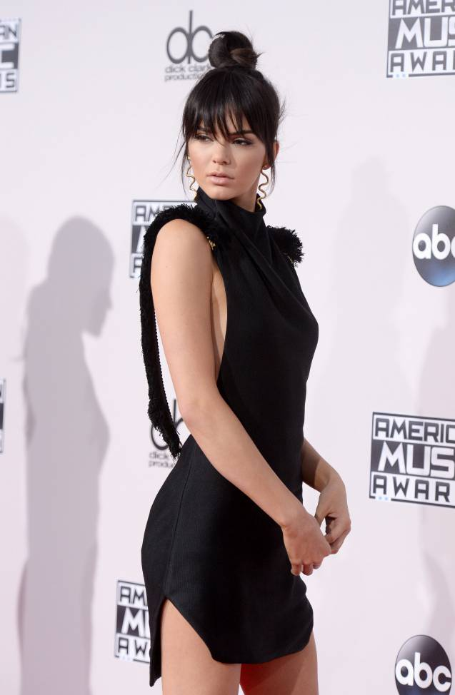 Kendall Jenner affiche fièrement ses formes XS.