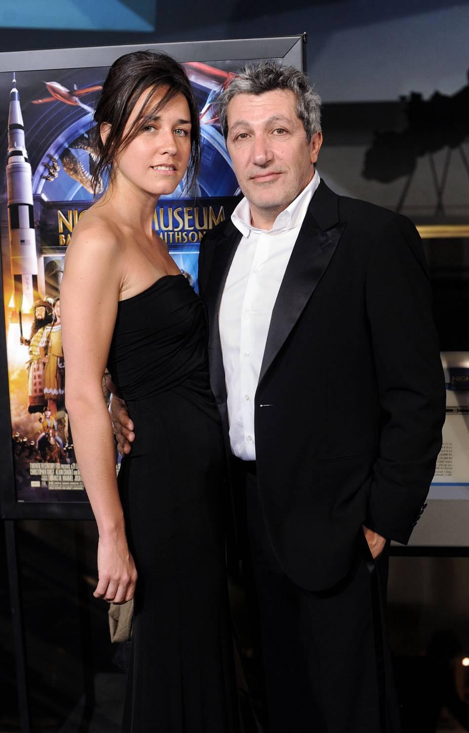 """Alain Chabat et une mystérieuse brune, avec qui il a foulé le tapis rouge à Cannes et ici, lors de la première de """"La Nuit au Musée 2"""" à Washington, en mai 2009."""