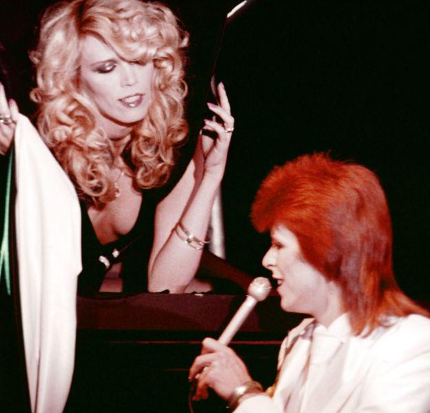 Amanda Lear et David Bowie en octobre 1973.