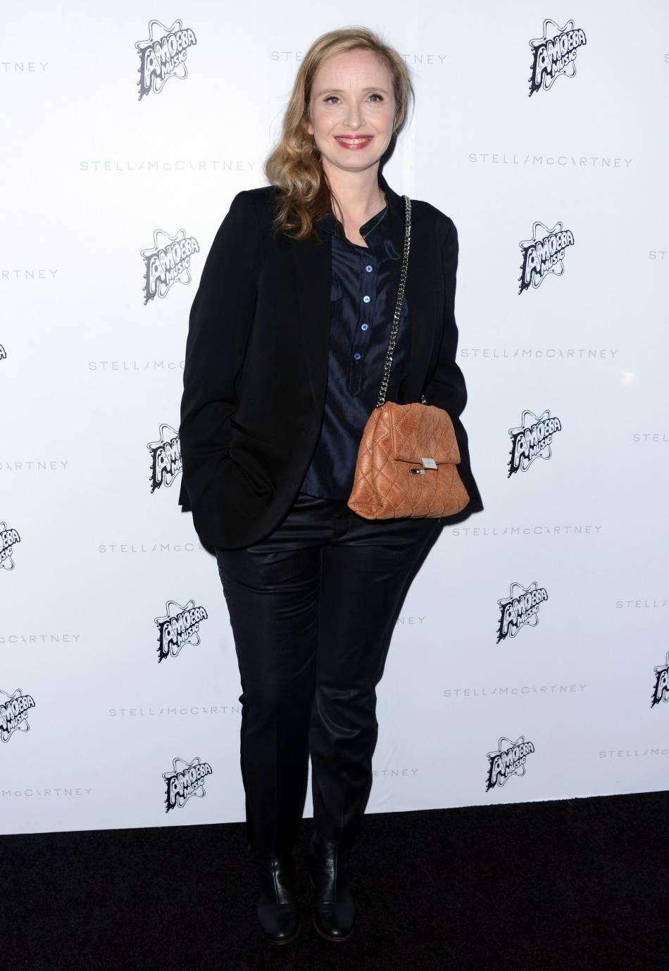 Julie Delpy à la présentation de la collection de l'Automne 2016 de Stella McCartney, à Los Angeles, ce mardi 12 janvier 2016.