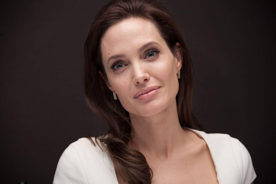Angelina Jolie aurait lancé une procédure d'adoption pour adopter un jeune Cambodgien appelé  Allouy Shoun.