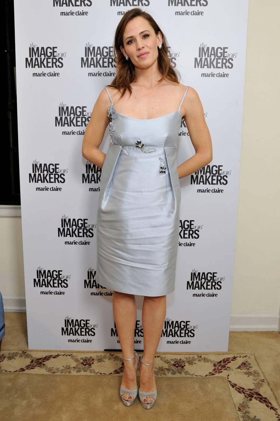 Jennifer Garner canon dans sa petite robe pastel.