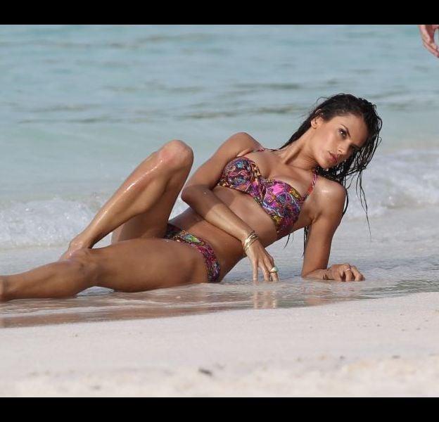 Qu'elle soit en vacances ou en plein travail, Alessandra Ambrosio est bien souvent en maillot de bain.
