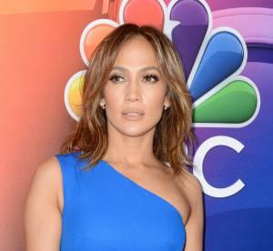 Jennifer Lopez : moulée dans sa robe bleue, elle dévoile ses formes XXL.