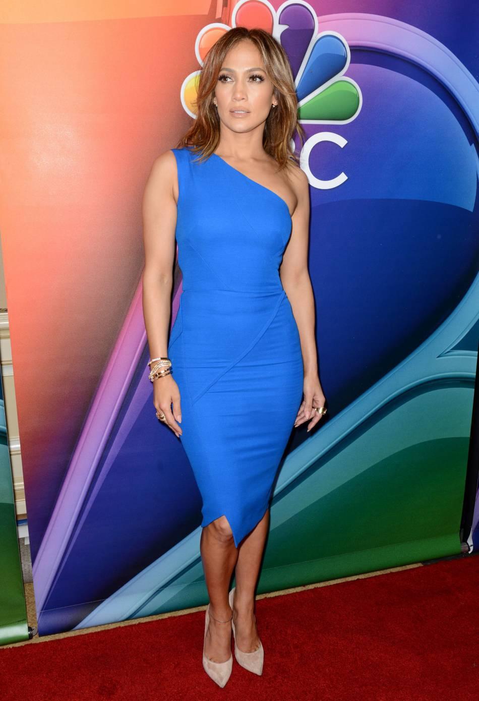 jennifer lopez ose la robe bleu lectrique sur le red carpet - Robe Bleu Electrique Mariage