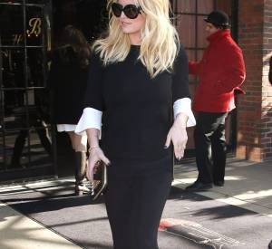 Jessica Simpson, radieuse dans un look total black.