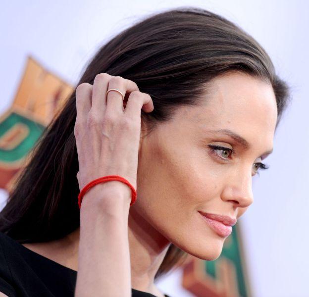 """Angelina Jolie se veut très sexy à l'avant-première de """"Kung Fu Panda 3""""."""