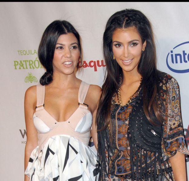 Kourtney et Kim Kardashian, complices et sexy sur un nouveau selfie posté sur Instagram.