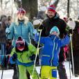 Mette-Marit de Norvège en pleine session ski de fond avec mari et enfants.