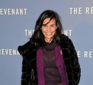 Inés Sastre : pull transparent et soutien-gorge apparent sur le tapis rouge